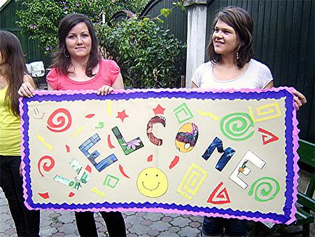 Een welkom door de Roemeense jongeren